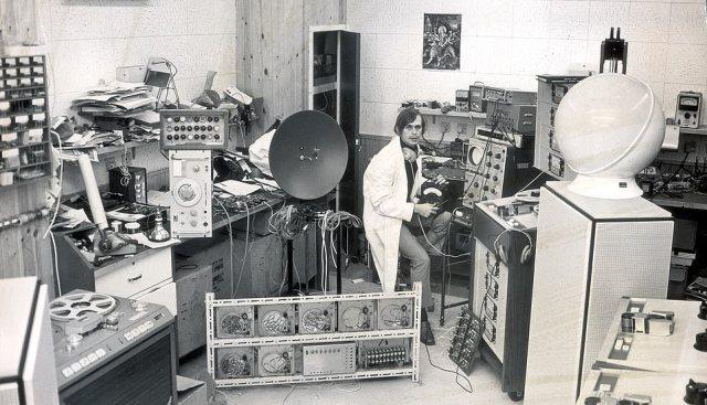 'Magic Alex' in his studio. Alexcompany, Apple Corps