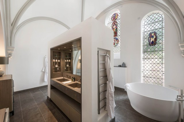 Given its history, none of the former chapel's windows can be open, instead the house relies on a sophisticated ¿comfort cooling system¿ controlled via wall-mounted tablet devices dotted around the ¿smart house¿