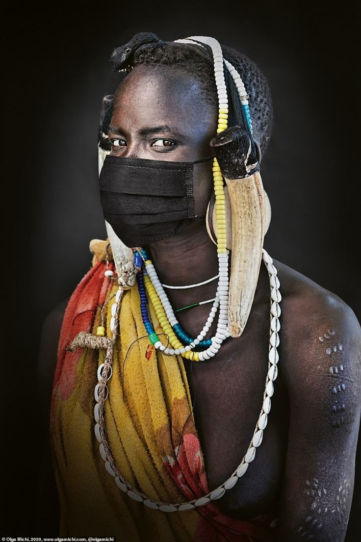 The Covid-19 pandemic knows no borders. This man of the Mursi people wears his mask as proudly and confidently as his ordinary adornments