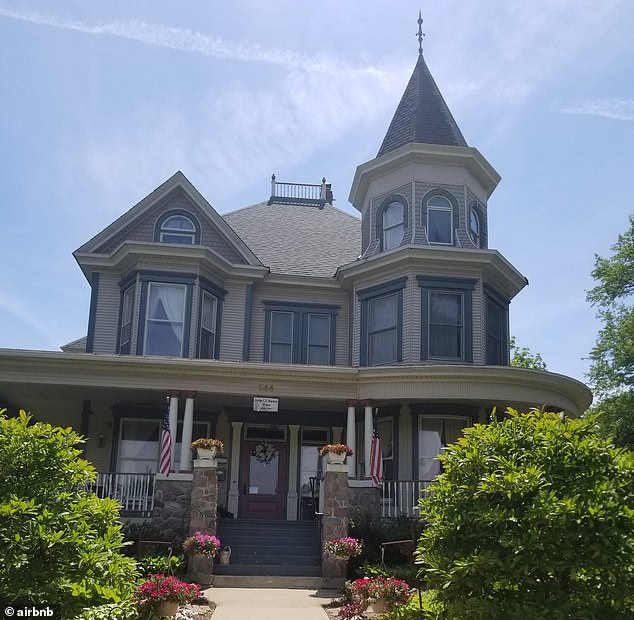 The Cherry Tree Inn Airbnb in Woodstock, Illinois, was used in the filming of Groundhog Day as the B&B Bill Murray's character stayed in