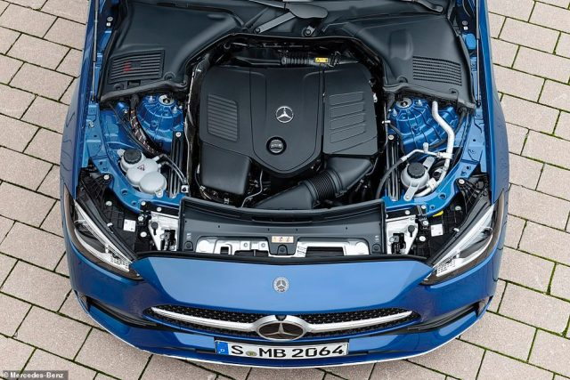 In the UK there will initially be four engine options ¿ two petrol and two diesel powerplants