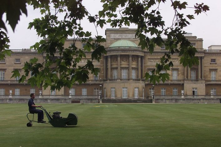 The Buckingham Palace garden is the large private park attached to the palace. It is bounded by Constitution Hill to the north, Hyde Park Corner to the west, Grosvenor Place to the south-west, and the Royal Mews, Queen's Gallery, and Buckingham Palace itself to the south and east