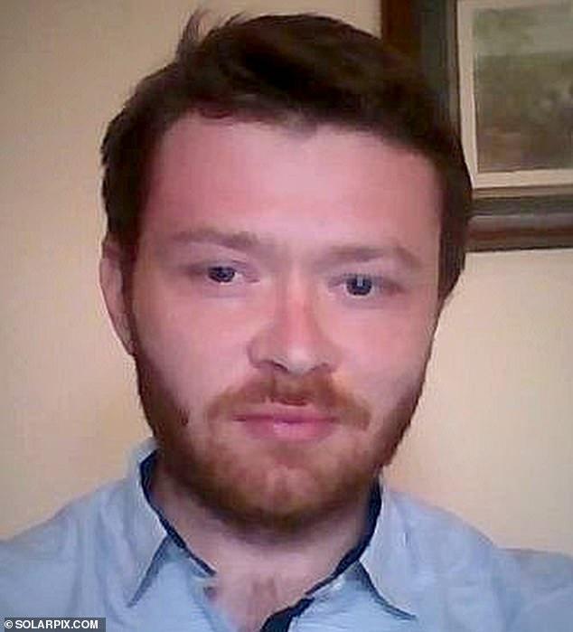 Andrew Breach, 35, (foto) insistiu no tribunal hoje que ele cortou seu próprio pênis e inocentou um colega de apartamento acusado de amputá-lo