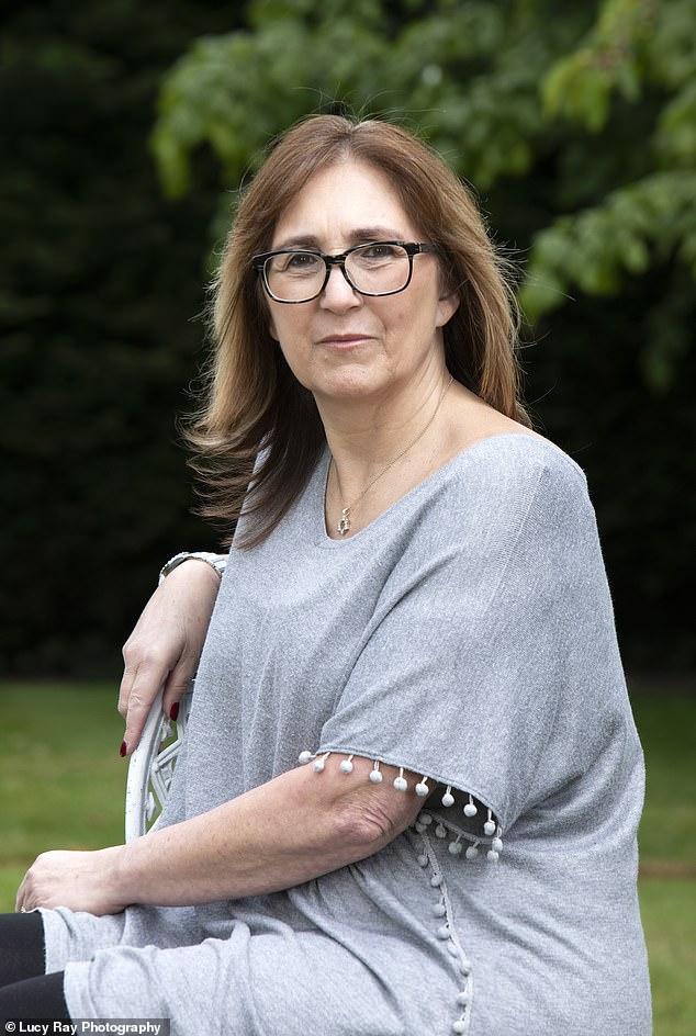 Janey Semp, de 58 años, de Manchester, fue diagnosticada con un trastorno neurológico funcional después de dos años.
