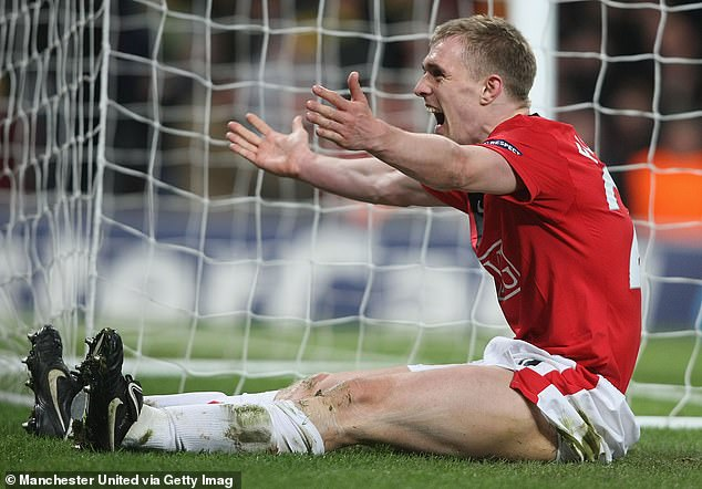 Darren Fletcher added insult to injury for Milan by heading in a late fourth for United