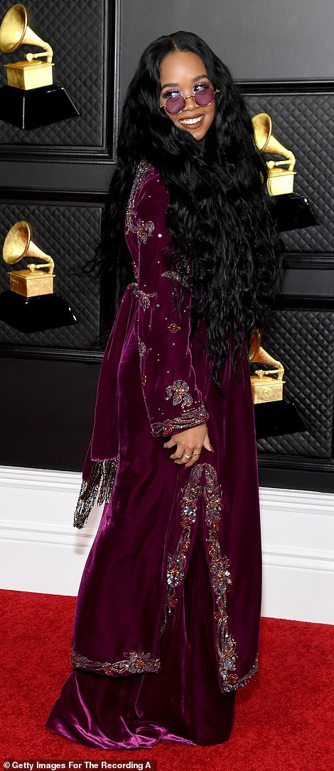 Regal vibes: H.E.R. opted for a plum velvet tunic style dress over wide-leg pants in the same fabric