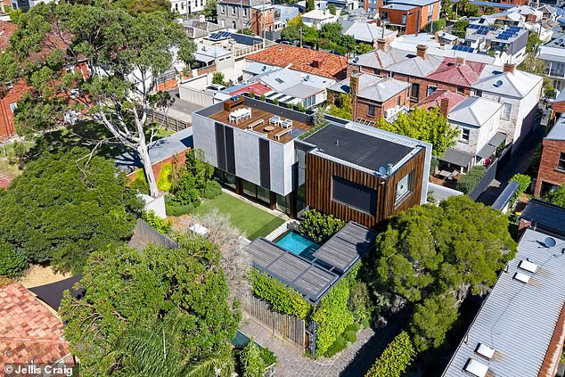 Topping up the money pit: Hamish and Zo\u00EB Foster Blake have added to their considerable wealth by selling their Melbourne home \'for a record price\' according to realestate.com.au