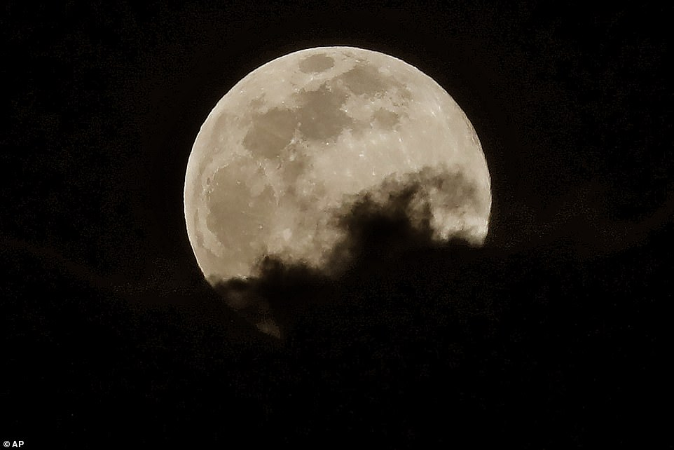 The full moon offers a spring tide, or king tide, in which high tides are higher and the low tides are lower because of the effects of gravity during a straight-line alignment of the Earth, the moon and the sun