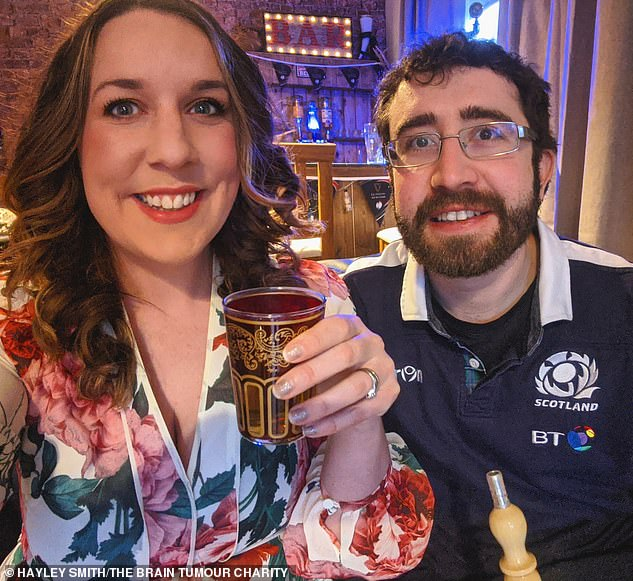 They celebrated their sixth wedding anniversary with a shisha evening, and later washed everything down with Moroccan mint tea