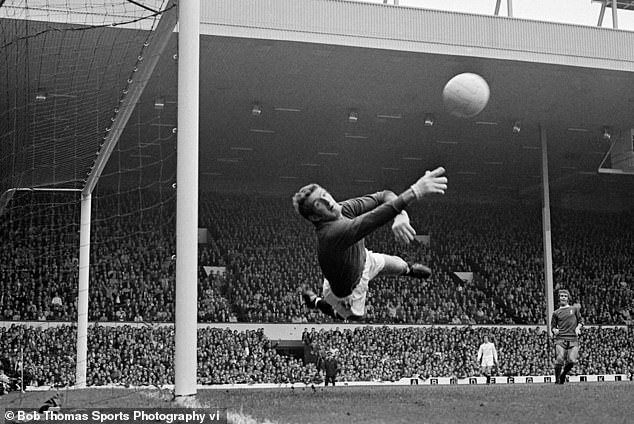 Ex-Man United goalkeeper Alex Stepney dislocated his jaw while screaming at team-mates