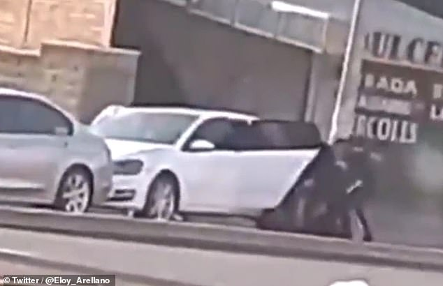 A group of armed men were caught on video tussling with a lawyer who they beat and kidnapped Wednesday in Tonalá, Mexico. The Jalisco State Attorney General confirmed the incident, but would not comment any further as the investigation was ongoing