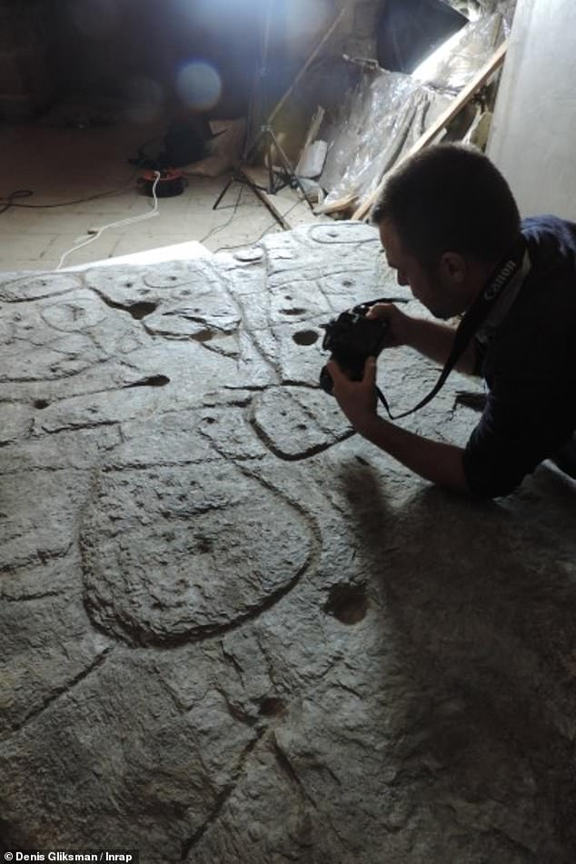 Using high-resolution 3D surveys and photogrammetry of the slab, the team was able to confirm the engravings matched 80 percent of an area that surrounds the 18-mile long River Odet
