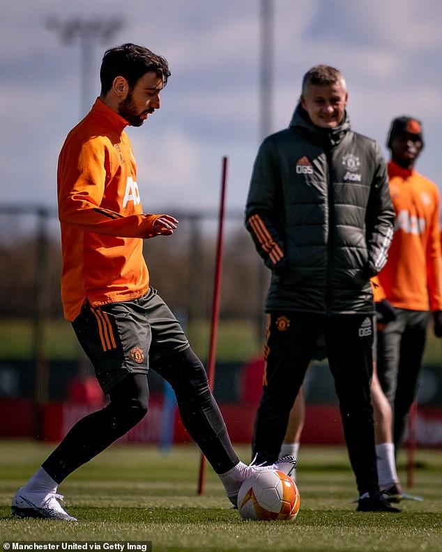 United manager Ole Gunnar Solskjaer keeps an eye on Fernandes during training on Tuesday