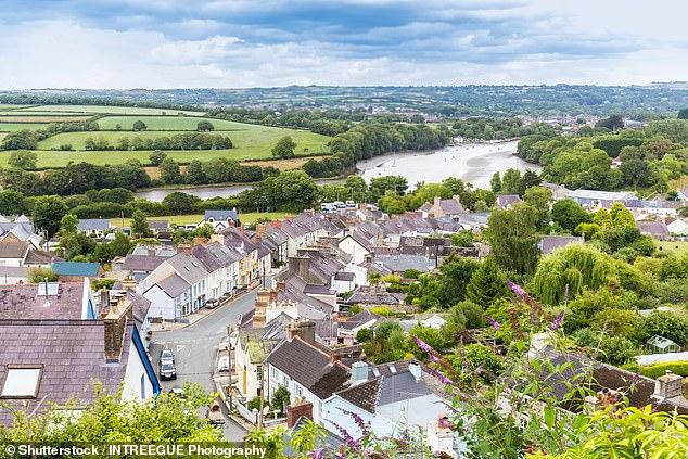 Cardigan en Pembrokeshire, Gales.  Se informó que los precios de la vivienda estaban en alza en todas las naciones y regiones del Reino Unido en la última encuesta de mercado residencial de Rics