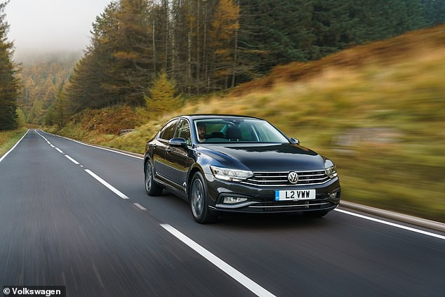 VW dealers are willing to trim around 22% off the price of a Volkswagen Passat 1.5 TSI SE Nav 4dr. That will cut the RRP from £27,595 to £21,727