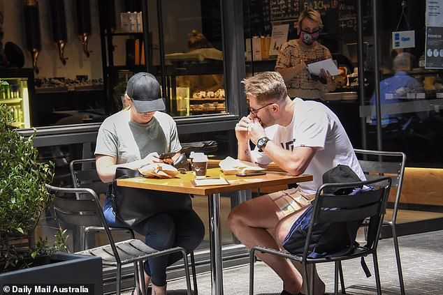 Hungry?  The couple looked grim as they waited at an outside table for their orders to arrive.  Bryce was then seen devouring a hamburger for breakfast, while Melissa continued to wait for her coffee and looked at her iPhone.