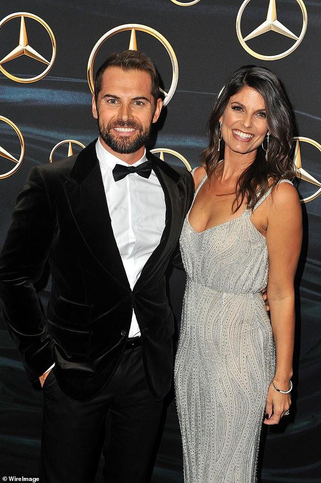 Cambio: Dan felizmente co-padres de su hijo Austin Xavier con su ex esposa Zoë Ventoura (derecha), de 39 años, de quien se separó en 2020 después de cinco años de matrimonio.