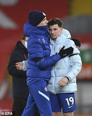 Chelsea manager Thomas Tuchel hugs Mount