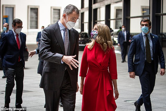 But the recent controversy did not seem to have affected Yolanda and Felipe, 53, who shared a laugh as they arrived at Reina Sofia Museum together