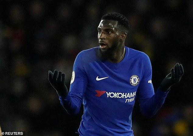 El paria del Chelsea ha sido vinculado con un regreso a Francia y, según los informes, ofrecido al PSG y al Lyon.