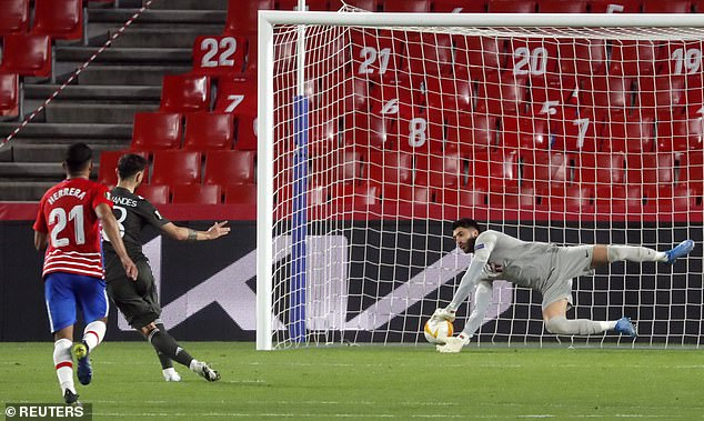 Fernandes scored from the spot as the ball slipped through the hands of keeper Rui Silva