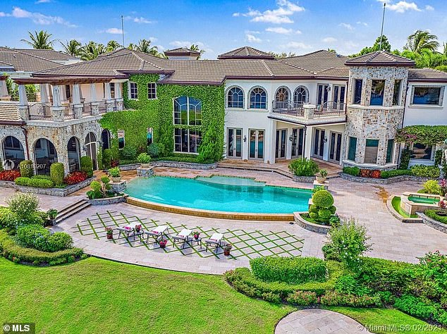 The political power couple forked out $9.7 million for an 11,000-square-foot mansion in the exclusive gated community of Admirals Cove