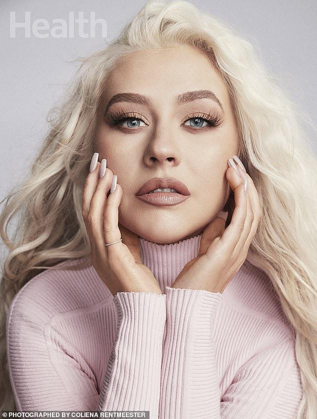 Presión corporal: Christina Aguilera ha estado reflexionando sobre su pasado desde que cumplió 40 años en diciembre.  Y la cantante de Genie In A Bottle compartió en la edición de mayo de la revista Health que solía preocuparse tanto por su figura que le causaba ansiedad.