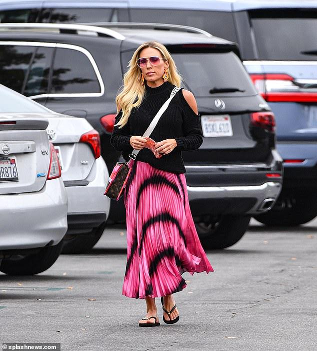 Disposición rosada: Braunwyn Windham-Burke se veía encantadora cuando salió a Los Ángeles por primera vez desde que terminó con su primera novia Kris.