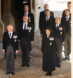 Μετάλλια που φορούσαν η πριγκίπισσα Άννα και οι πρίγκιπες Κάρολος, Γουίλιαμ, Άντριου και Χάρι στην κηδεία του Φίλιππου