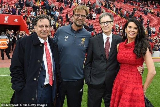 Neville yakin bos Liverpool Jurgen Klopp (kedua dari kiri), bersama dengan pemain senior, dapat memaksa grup kepemilikan The Reds, Fenway Sports Group, untuk mundur dari proposal Liga Super.