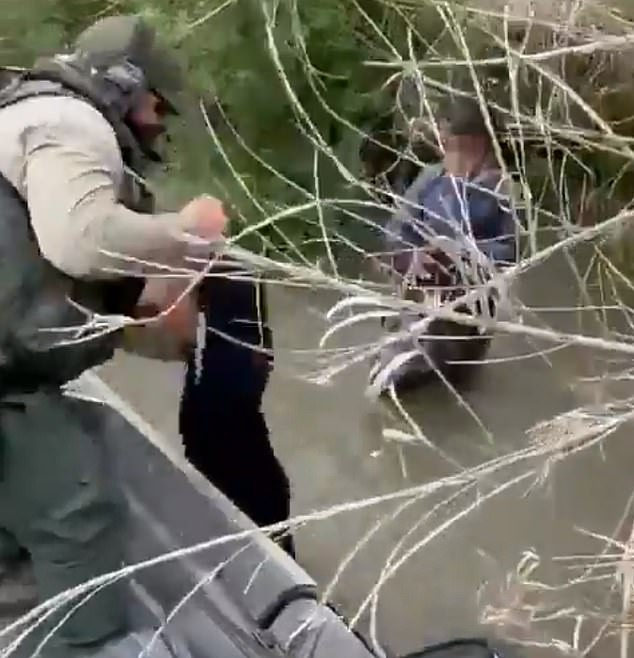 U.S. Border Patrol rescues two abandoned migrant children from Honduras [VIDEO]