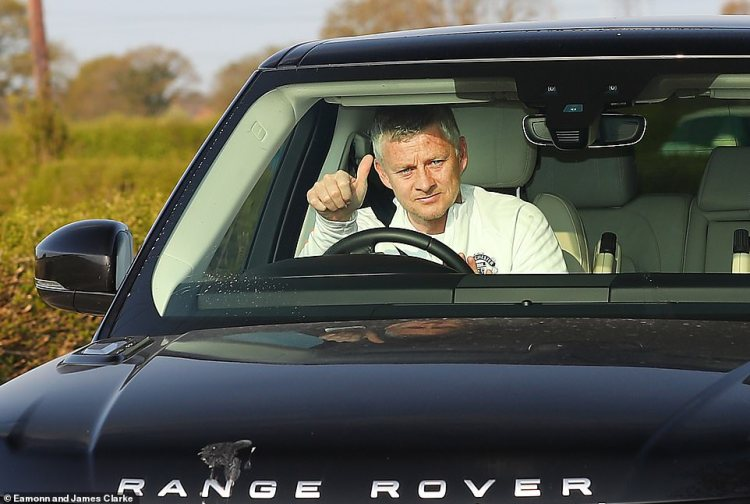 Manchester United boss Ole Gunnar Solskjaer gave a thumbs up as he arrived for work this morning after Woodward resigned
