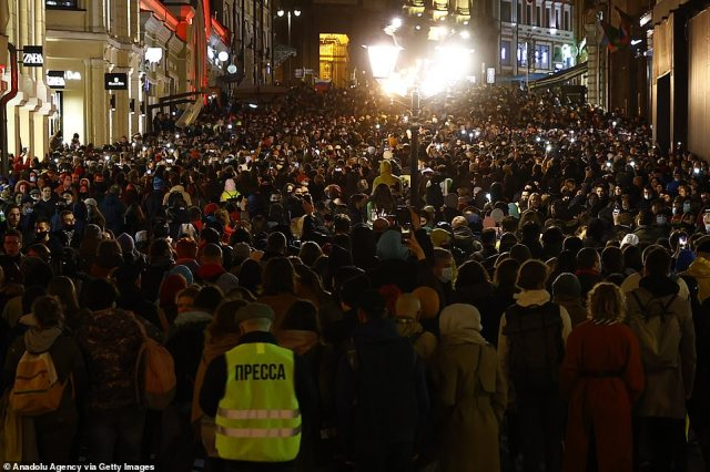 A huge crowd turned out in support of Navalny in Moscow last night as the jailed opposition leader demands to see his own private doctor