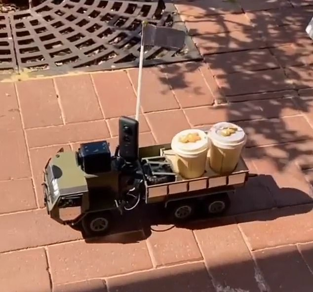 A resident in Perth have been amused to see two coffees in takeaway cups with small biscuits riding in a cart with a ten dollar note