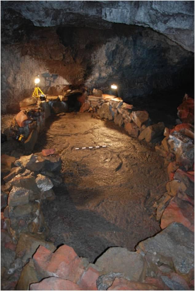 Se ha descubierto una extraña roca 'satánica' en forma de barco en una cueva islandesa y los vikingos probablemente la usaron para protegerse del apocalipsis hace 1.100 años, sugiere un estudio.