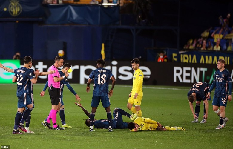 Just moments after Arsenal's away goal, Etienne Capoue was shown a second yellow for a foul on Bukayo Saka
