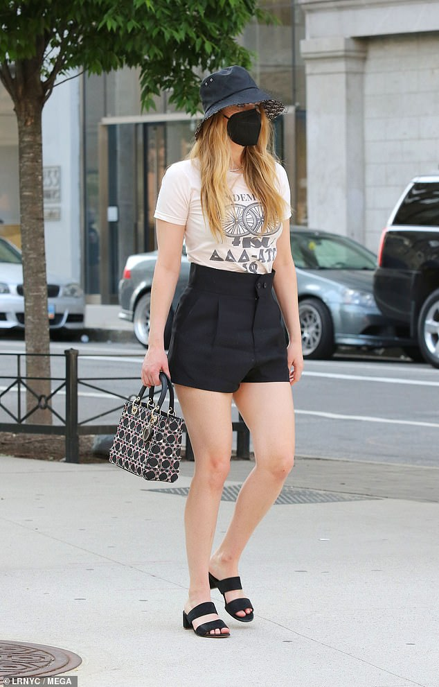 Wow! She looked very glamorous in her Dior ensemble and stylish shorts