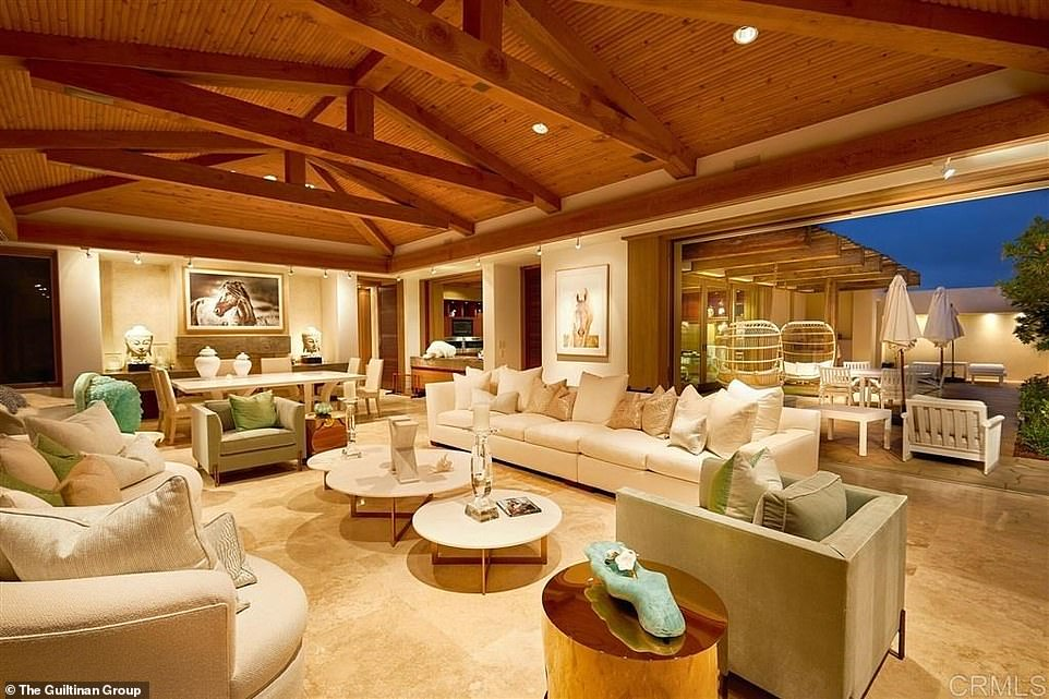 A picture showing the inside of the home the Gateses bought near San Diego for $43 million