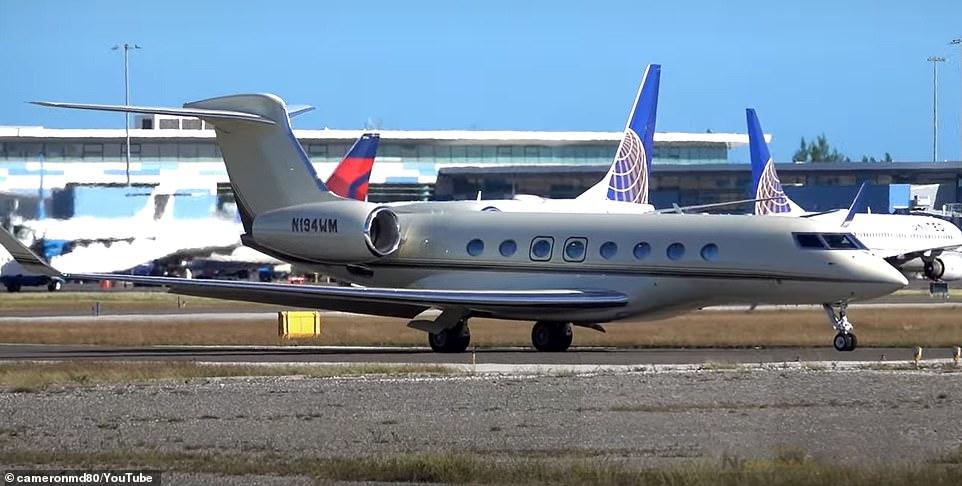 One of the Gulfstream G650 jets belonging to Bill Gates
