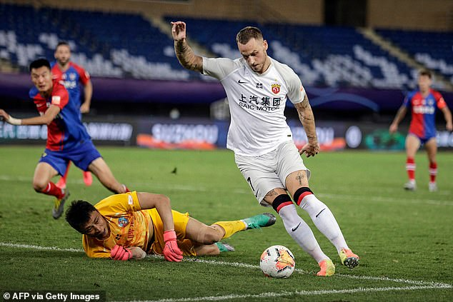 However, Shanghai Port are willing to let him leave for free so as not to pay his huge wage