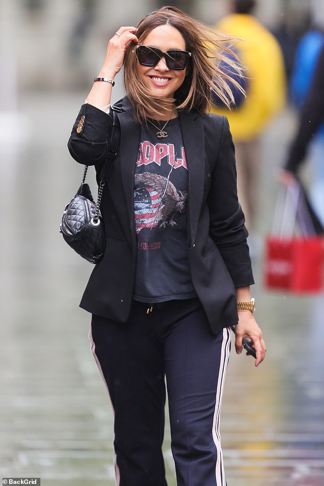 So glam!The former Hear'Say singer managed to look chic while strolling through blustery winds to make her way to Global HQ in Leicester Square
