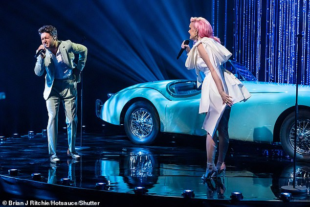 Stars:The two singers then performed their new song on the show together