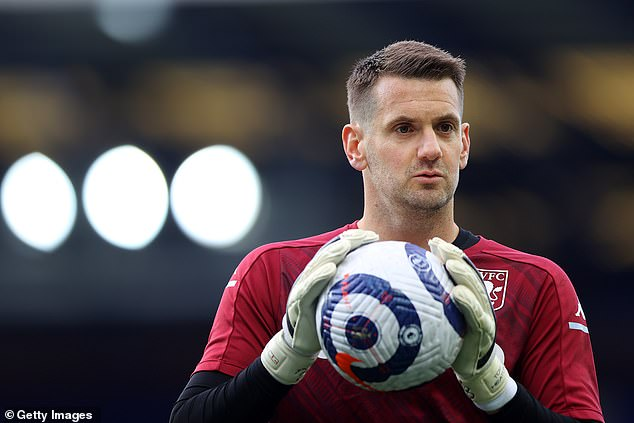 Tom Heaton will reportedly re-join Manchester United after he returns from a family holiday