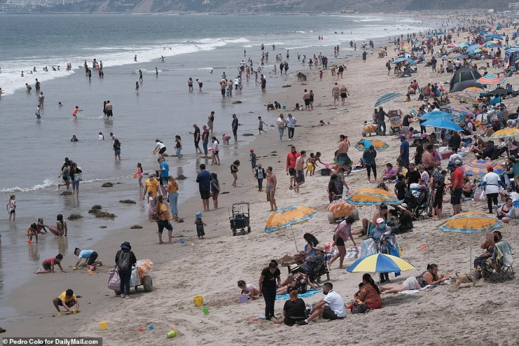 Venice Beach, California: The beach was filled with people trying to enjoy their Memorial Day