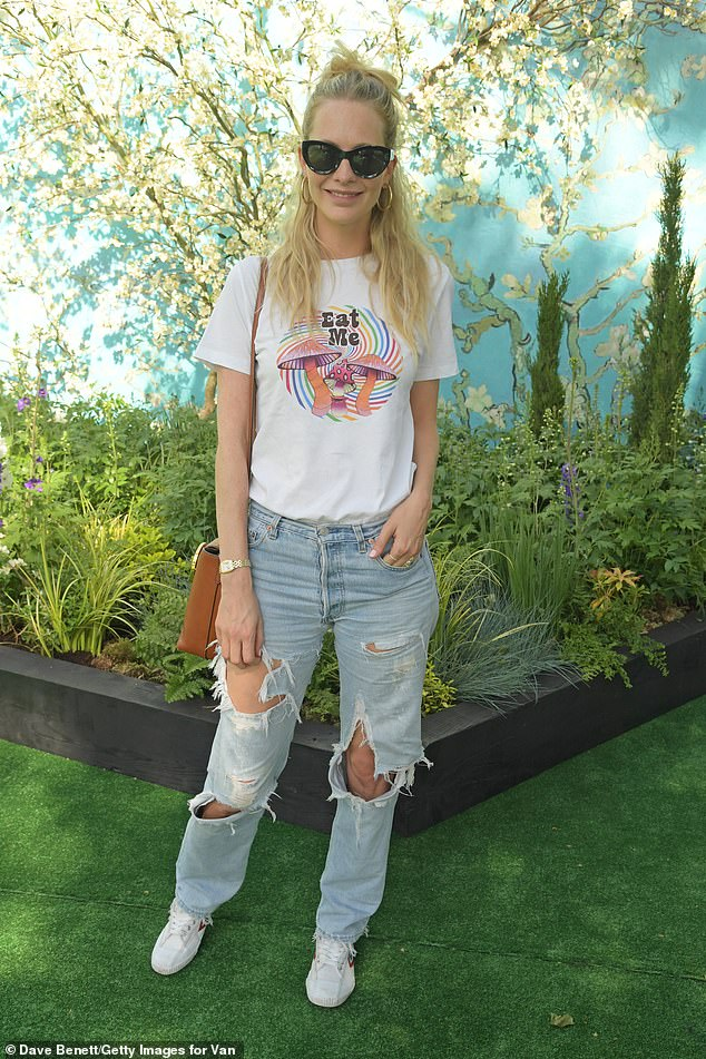 Sunshine at bay:Blonde bombshell Poppy also donned trainers, and wore her hair in a half-up, half-down style while keeping the sunshine at bay behind a chic pair of black sunglasses