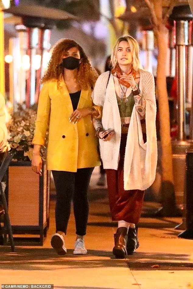 Paris and friend:Paris Jackson wound down her week by having some dinner with a friend on Thursday night