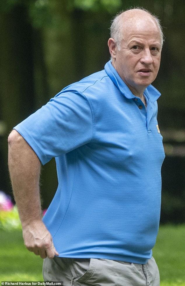 DailyMaill.com a repéré le Dr Peter Daszak à l'extérieur de sa maison d'un million de dollars dans le quartier aisé du comté de Rockland, New York, début juin