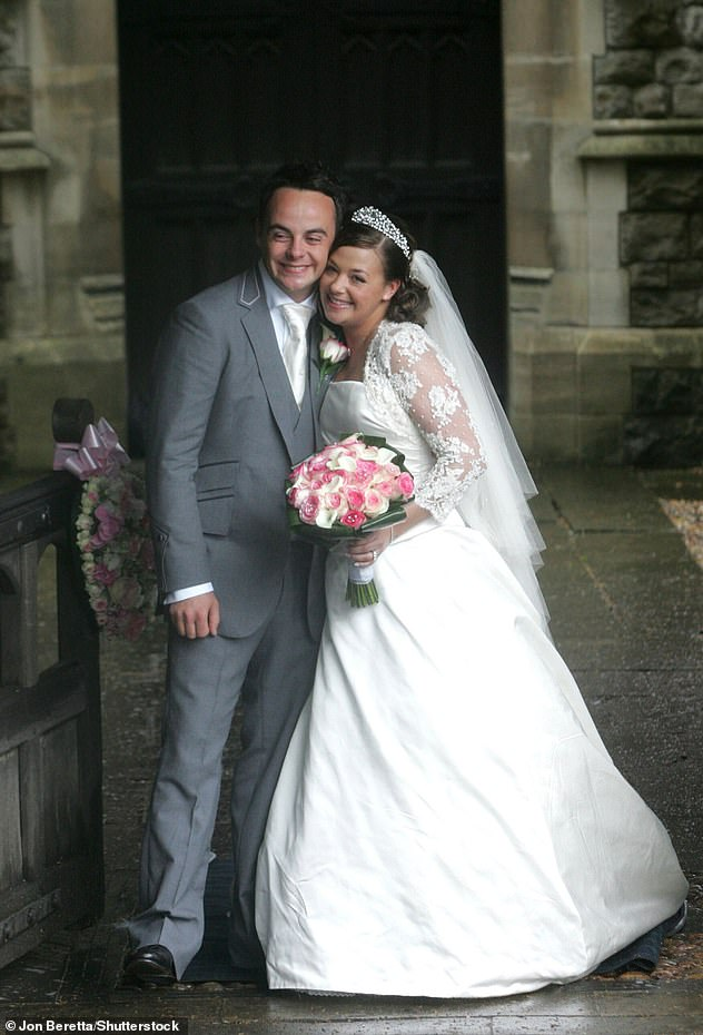 Difference:Ant's golfing party was stark comparison to his boozy 2006 bash ahead of his wedding to ex-wife Lisa Armstrong (pictured with Lisa in 2006)