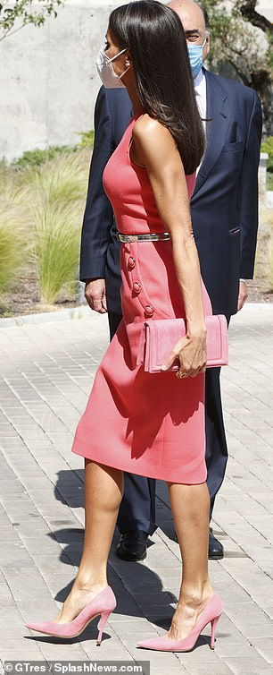 The mother-of-two teamed the dress with blush pink suede pointed-toe pumps, a matching Magrit clutch bag