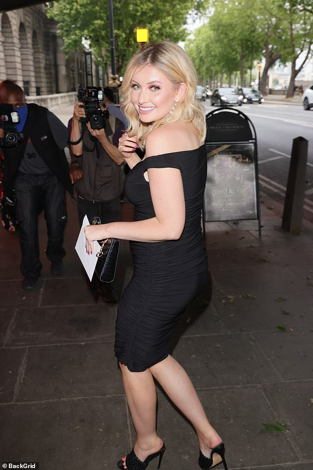 Confident: Amy oozed sophistication in the form-fitting black dress as she arrived ahead of Denise's latest show